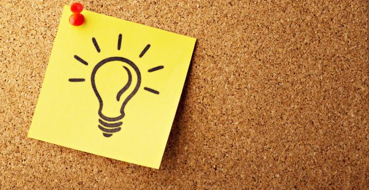 lightbulb drawn on sticky note